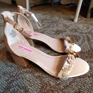 💝 Betsey Johnson Block Heel Rose Gold Sandals 7.5